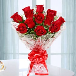 hand bunch of 12 red rose