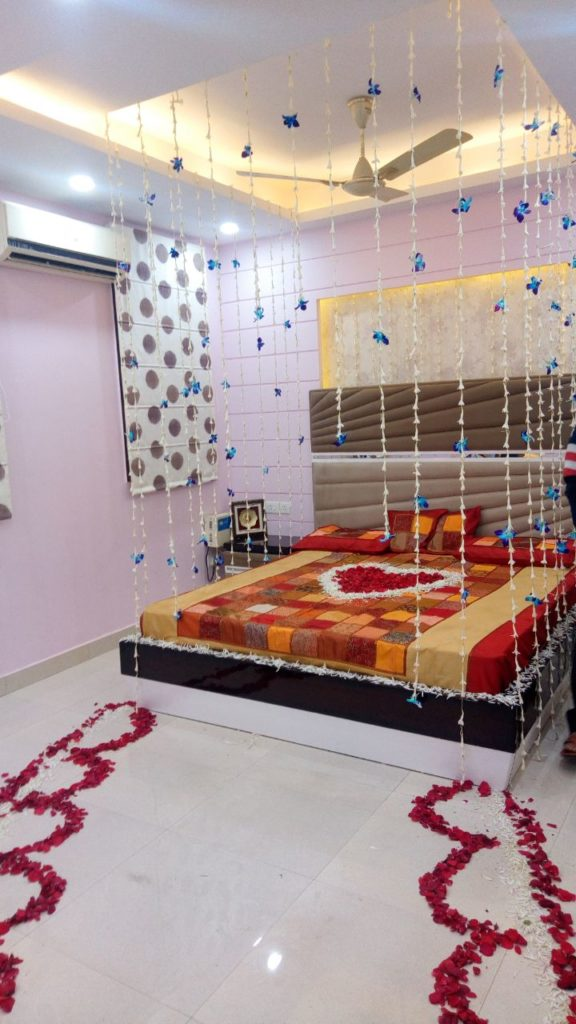 romantic bedroom decoration in Gurgaon , Couples romantic room decoration in Gurgaon, Golden Night Room Decoration in Gurgaon, honeymoon room decoration in Gurgaon, honeymoon room decoration with flowers & Balloons in Gurgaon.