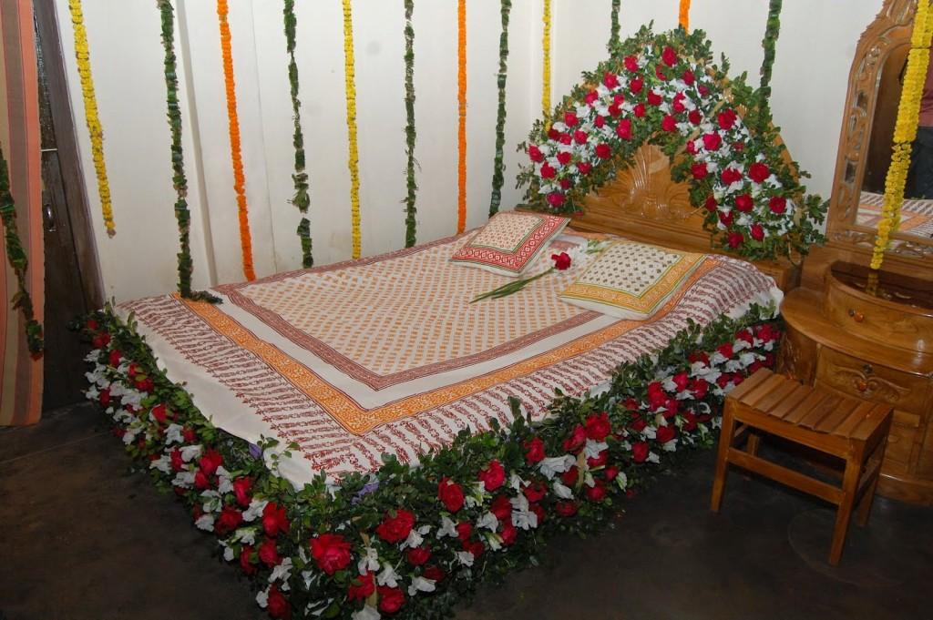 Bridal Bed Room Decoration For 1st Night Gurgaon Delhi Noida 9711655952 Honeymoon Suhagrat Romantic Decoration Gurgaon Delhi Noida