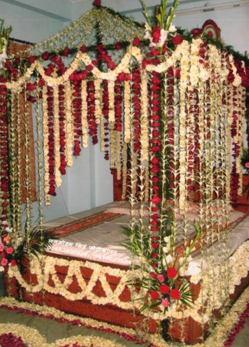 Bridal Bed Room Decoration 43 Flower N Petals